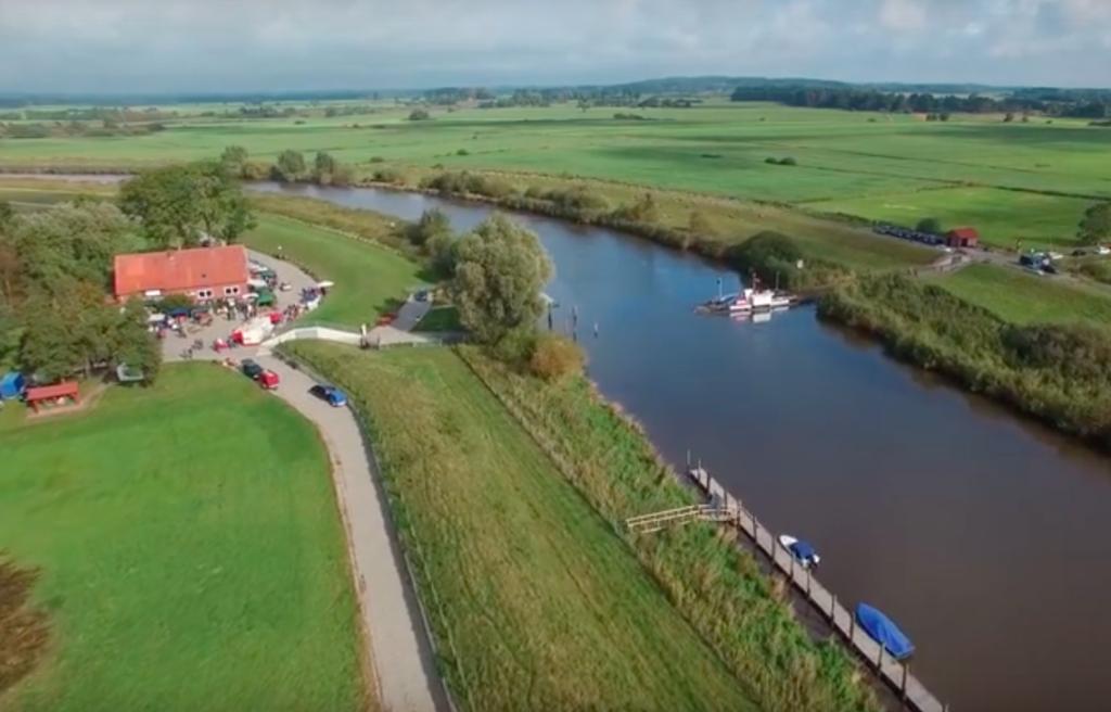Steganlage und Bootsanleger an der Oste / Elbe zur Nordsee in Brobergen